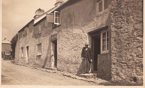 Cottages, Ye Olde Smokey House